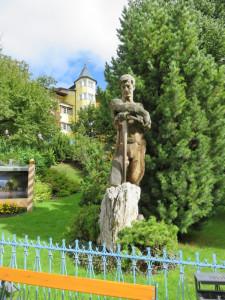 statue d'un artisan du bois