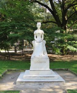 """Statue de """"Sissi"""" dans le parc"""