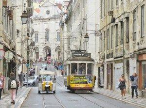 Tramway et rue de Lisbonne